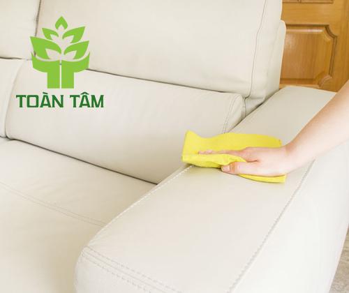 Có rất nhiều nguyên nhân khiến sofa bị bẩn