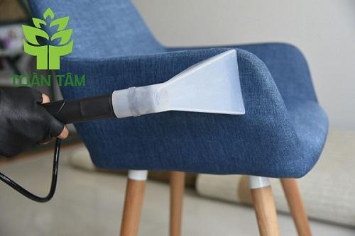 Giặt ghế sofa bằng phương pháp phun hút
