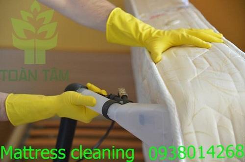 Làm sạch nệm lò xo