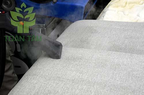 Giặt ghế sofa bằng hơi nước nóng