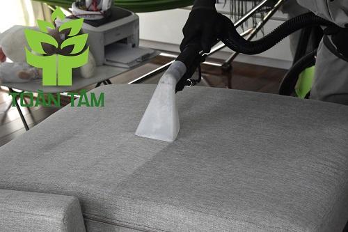 Dịch vụ vệ sinh giặt ghế sofa uy tín tại Toàn Tâm