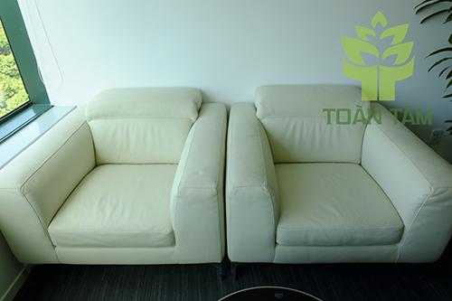 Ghế sofa da bị rách sau khi sửa